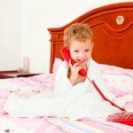Comment sécuriser une chambre d'hôtel pour un jeune enfant