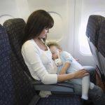 Conseils pour voyager en avion avec bébé