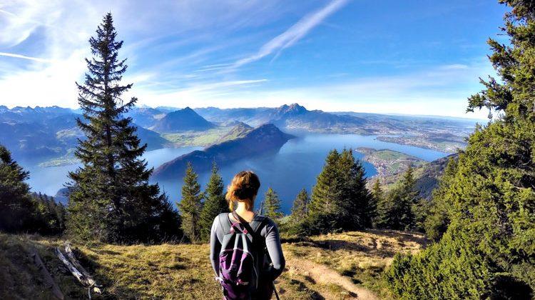 Novo-Monde traverse la Suisse à pied !